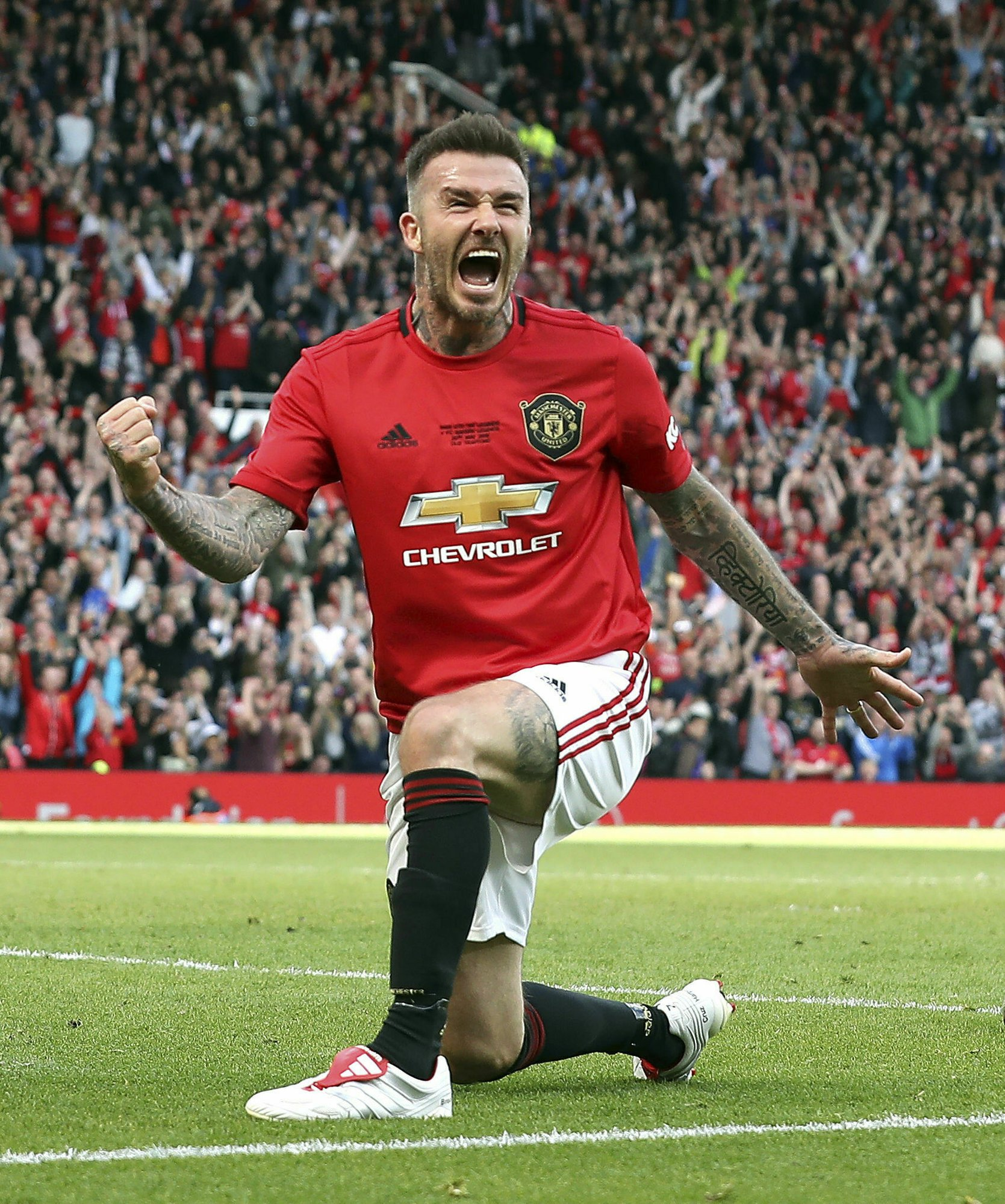 895b067e2 Beckham scores as United faces Bayern 20 years after CL win