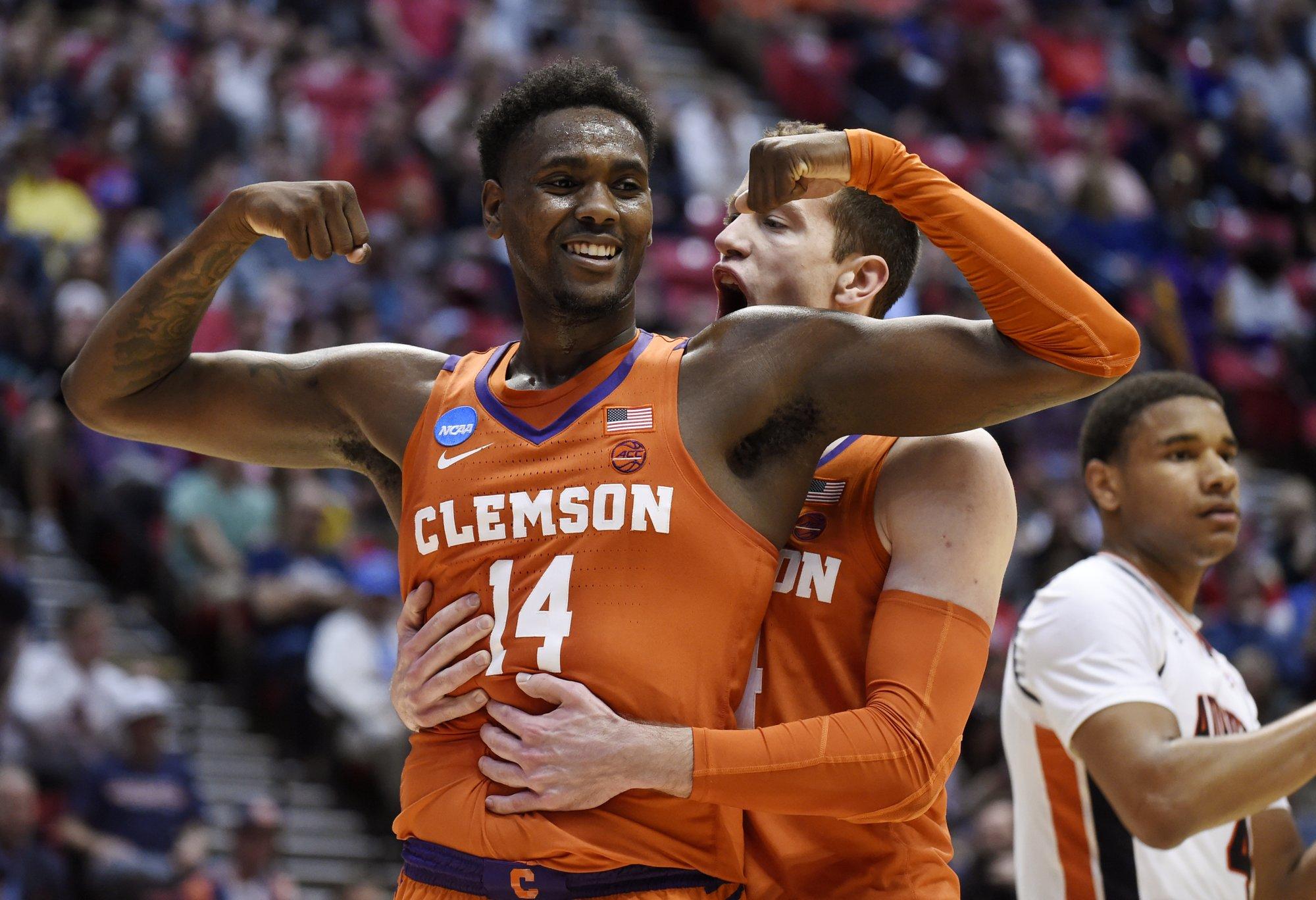 DeVoe, Clemson rout cold-shooting Auburn to reach Sweet 16