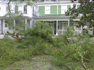 Wilmington residents assess early Florence damage