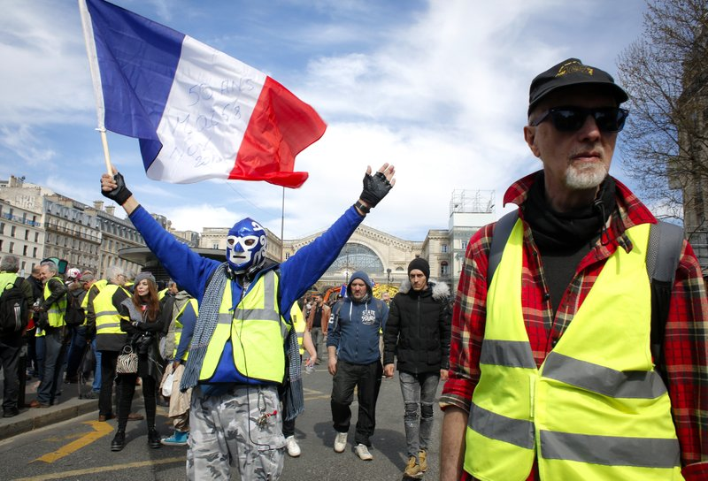 France S Yellow Vest Protesters March Despite Bans Injuries