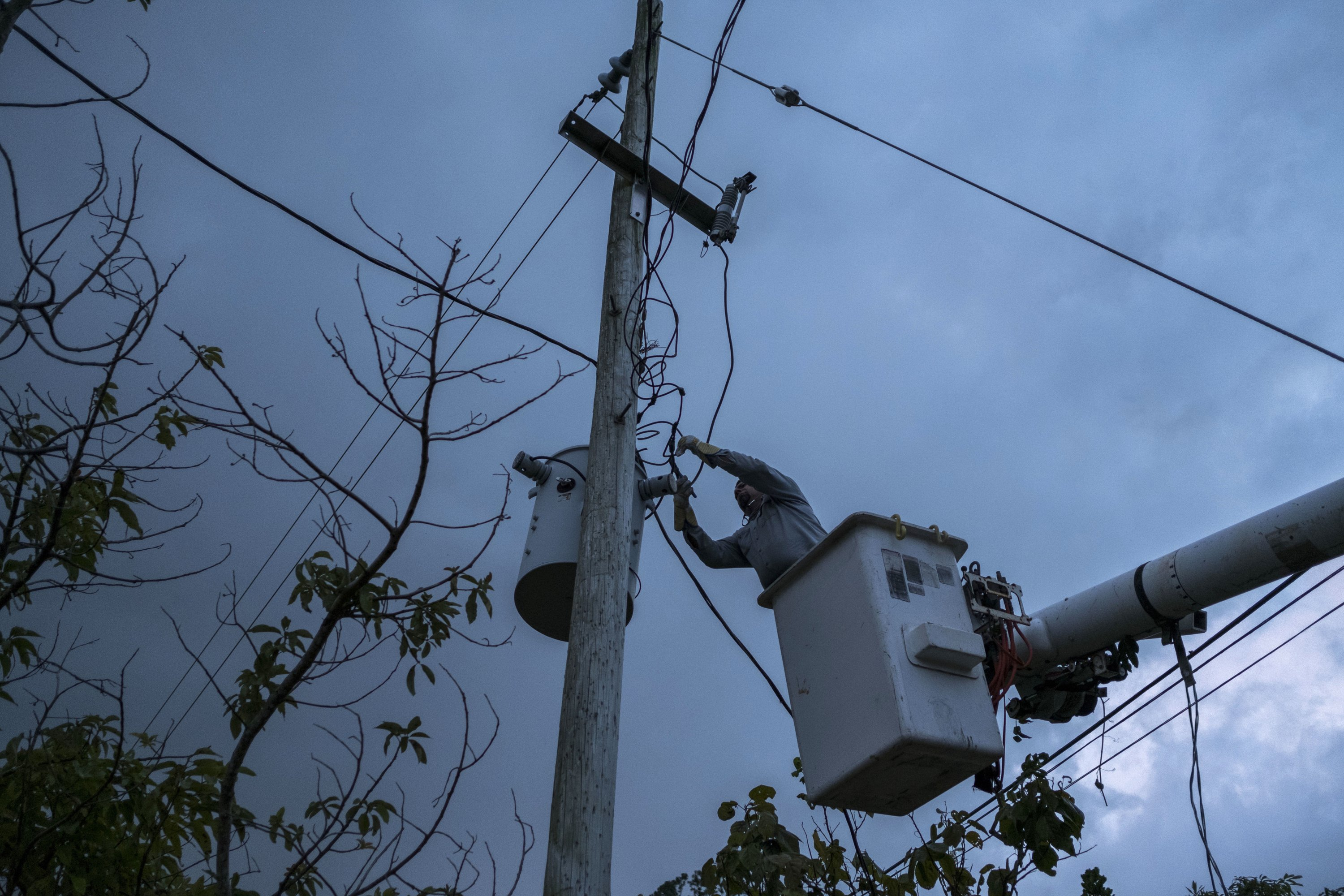 Puerto Rico to hire crews, fix 106K streetlights post-Maria