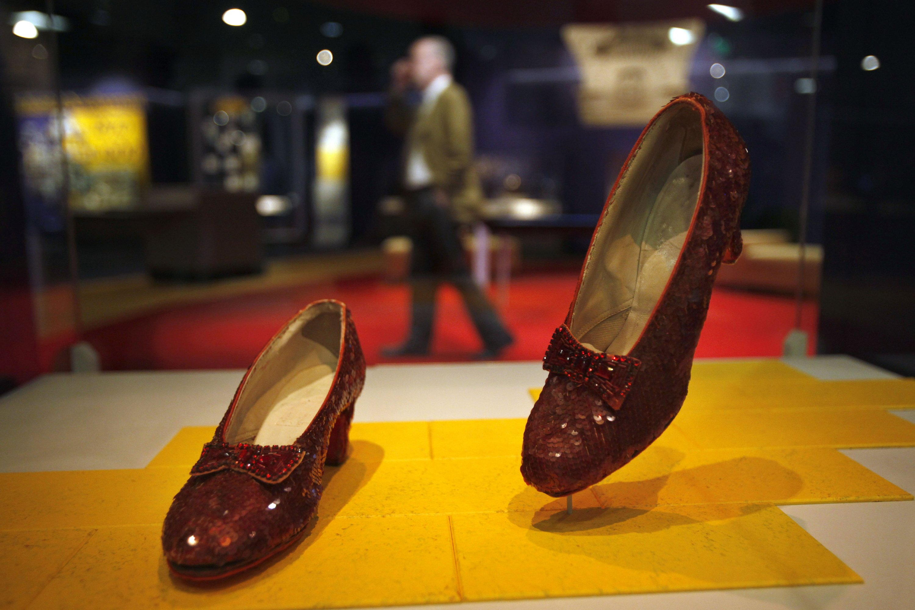 kno dorothys ruby slippers - HD2700×1800