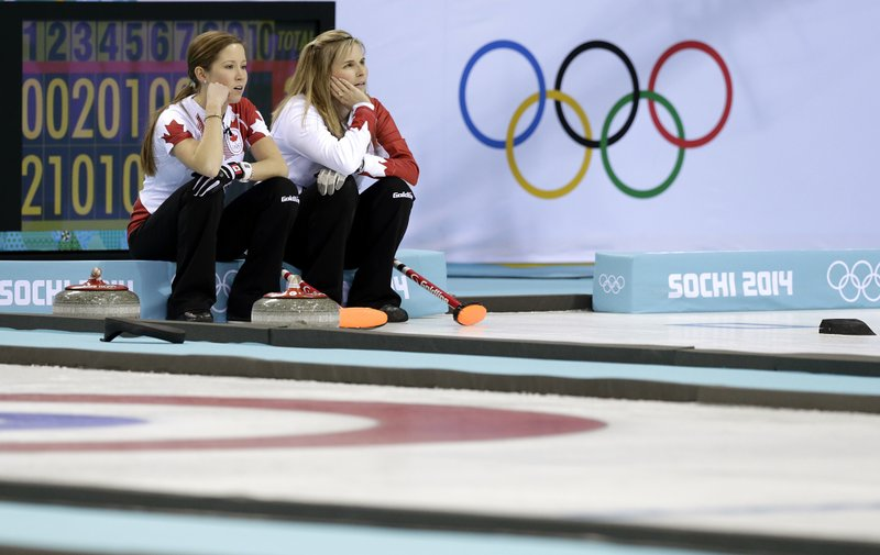 Jennifer Jones, Kaitlyn Lawes