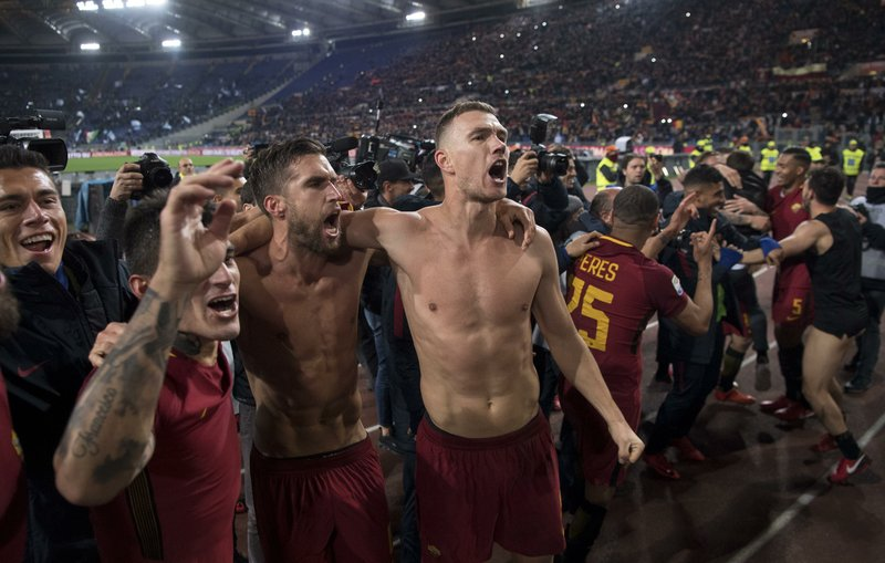 9067b79a7 We are the city   Roma beats Lazio 2-1 in heated derby