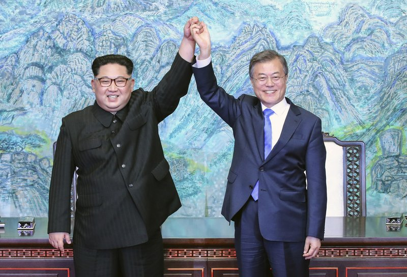 Kim Jong Un embraces South Korean president before Pyongyang summit