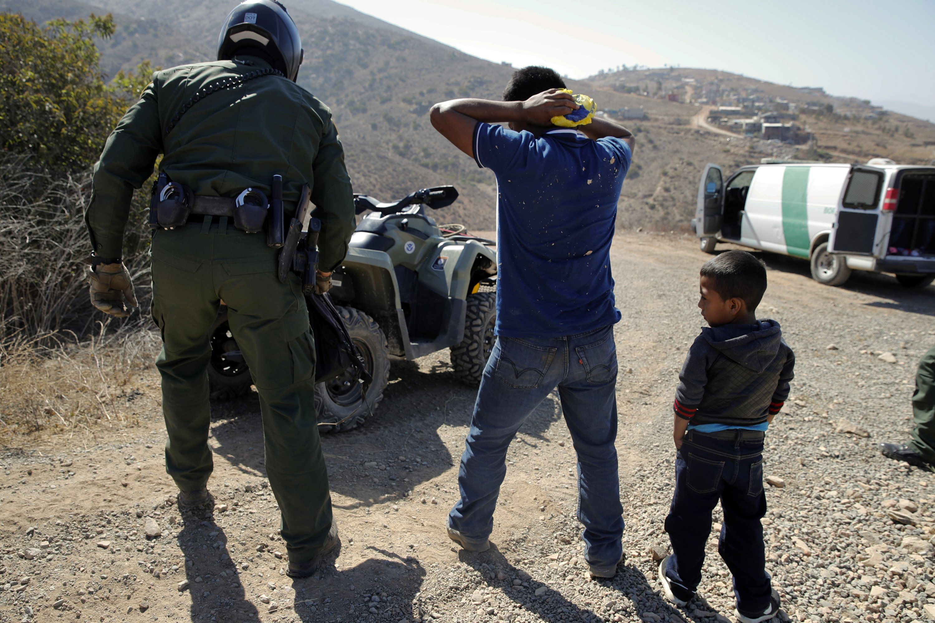 California, long a holdout, adopts mass immigration hearings
