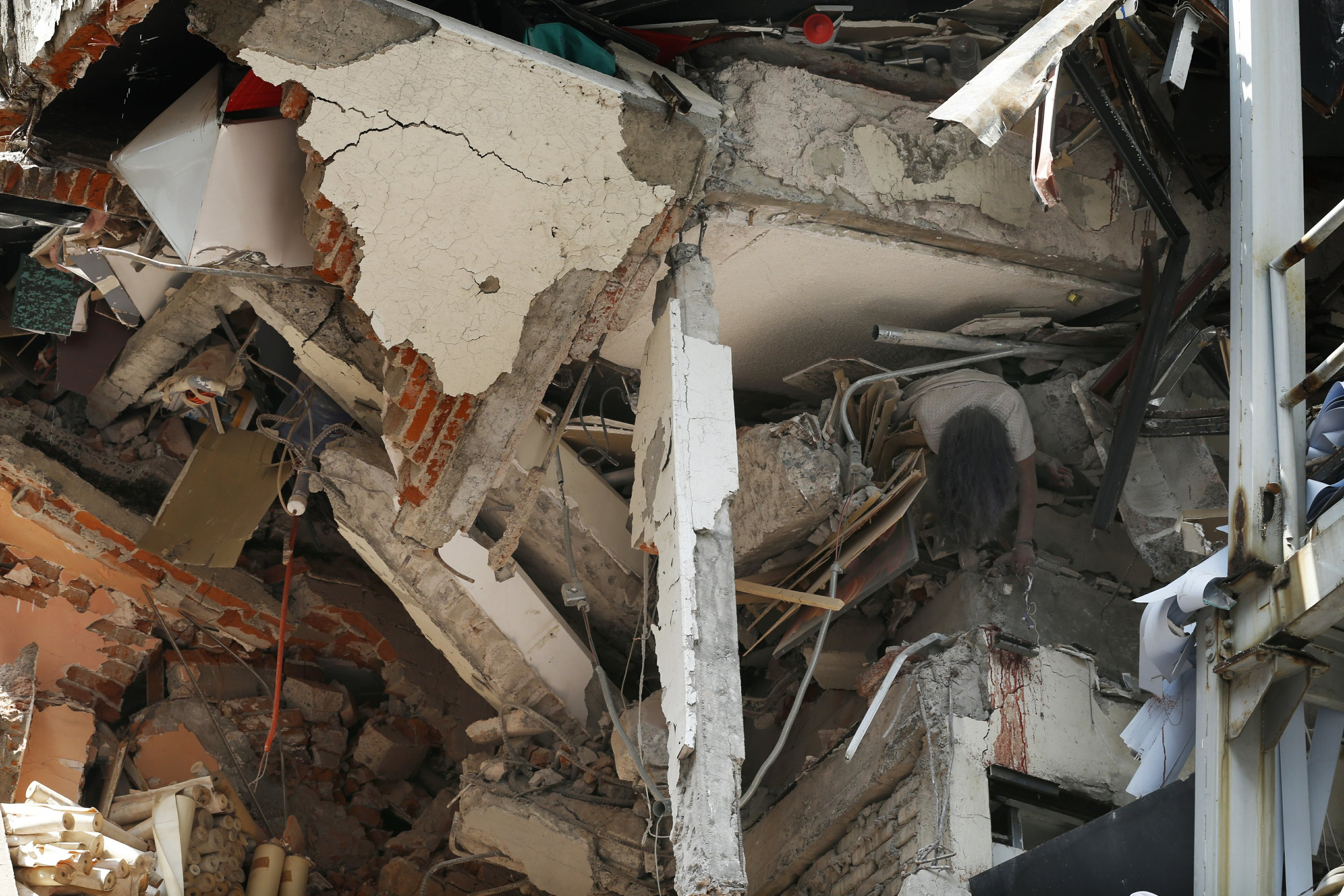 The Latest: Thousands of Mexicans join quake rescue efforts