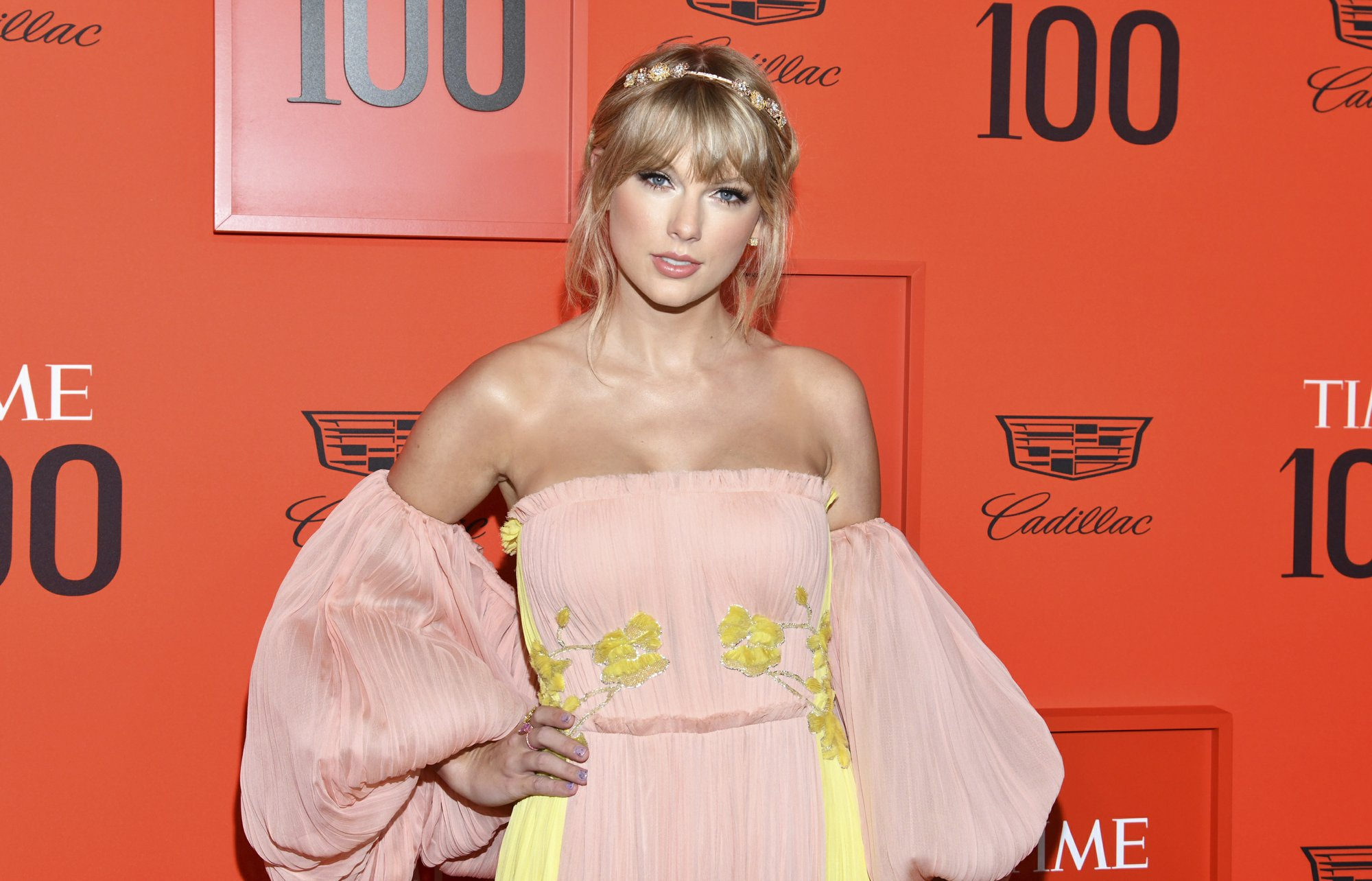 Taylor Swift To Open Billboard Awards With Performance