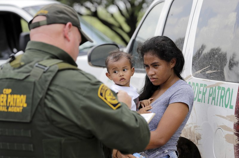 Border authorities suspend prosecutions of immigrant families