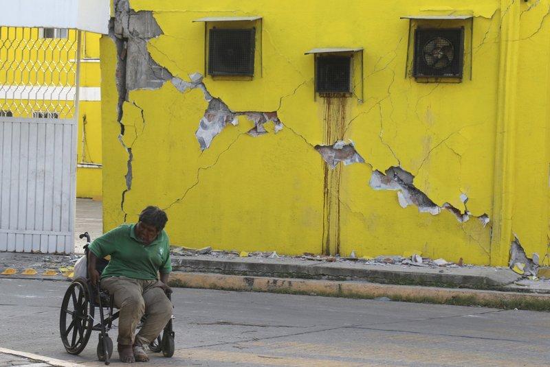 Death toll 61 in Mexico quake as hurricane hits Gulf coast