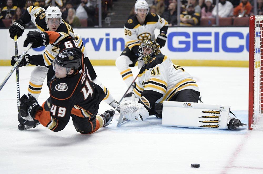 Halak helps Bruins blank Ducks 3-0 241e2aa37
