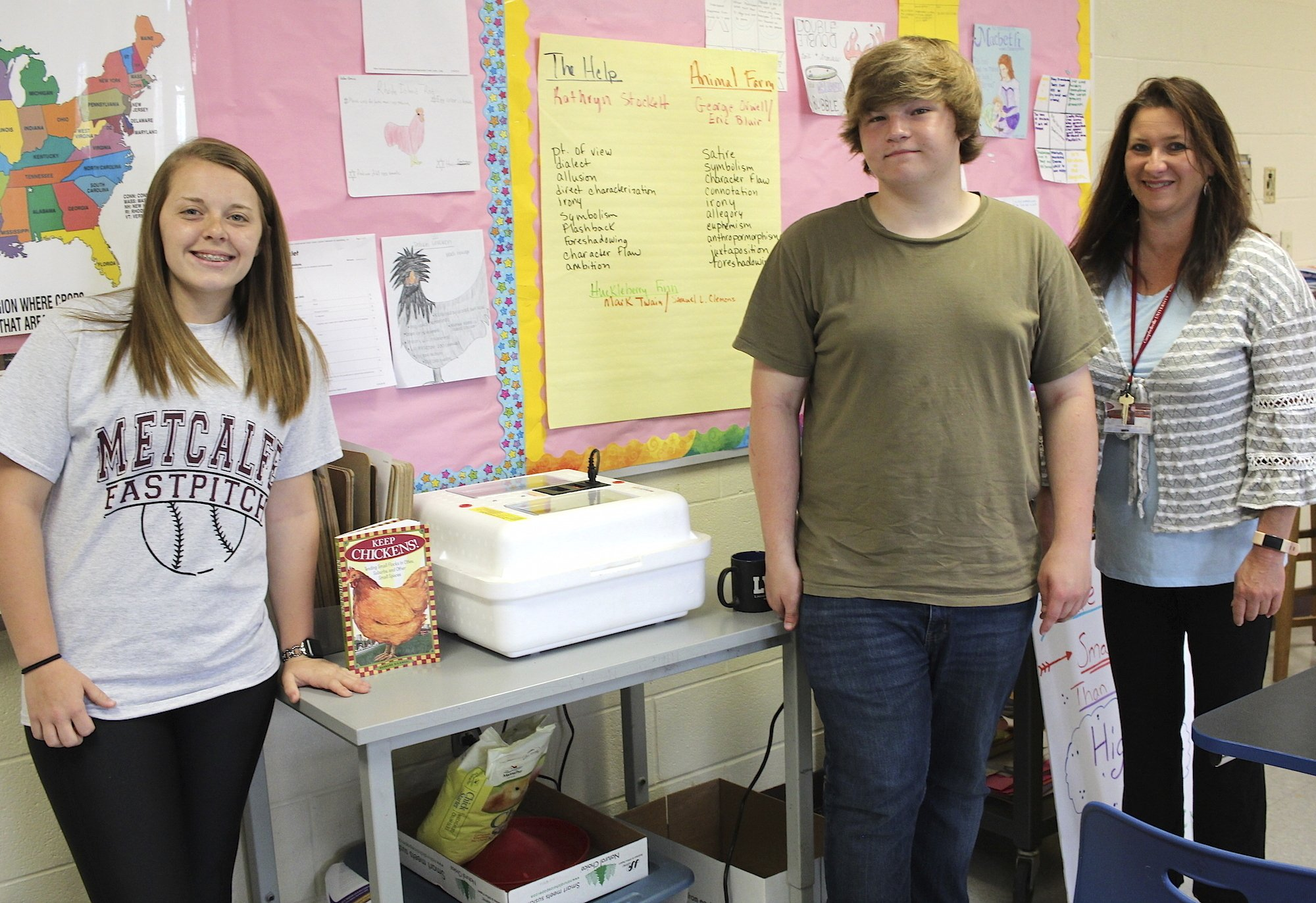 Metcalfe County students incubating eggs for local farmer