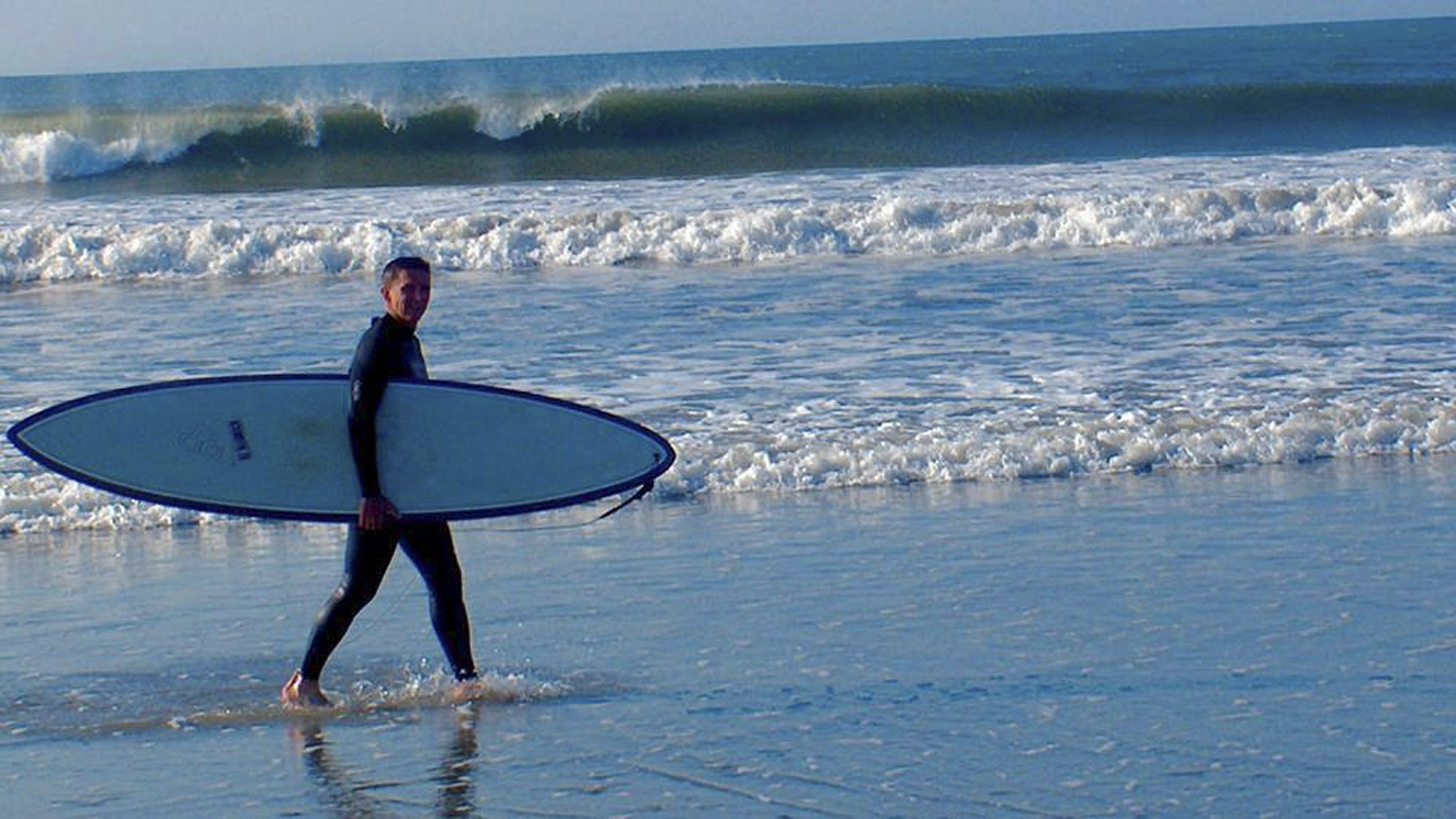 Flynn returns to hometown, surfing in respite from scandal
