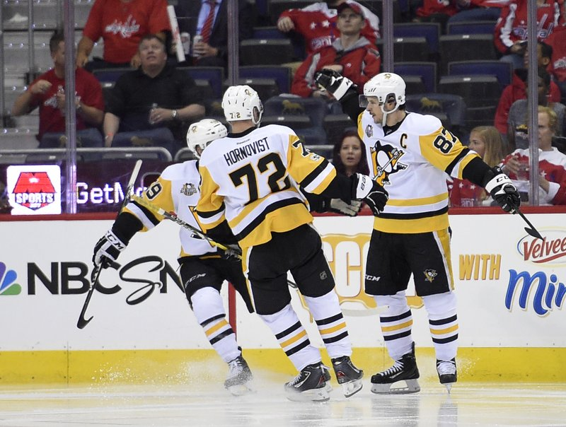 b92d81c0895 Pittsburgh Penguins center Sidney Crosby (87) celebrates his goal with  Patric Hornqvist (72)