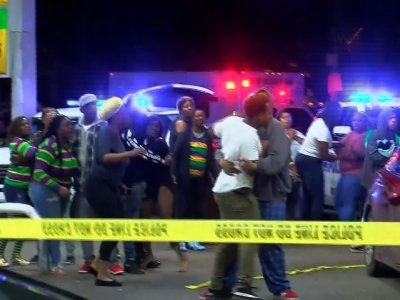Raw: 2 Shot Dead in New Orleans Mardi Gras Night