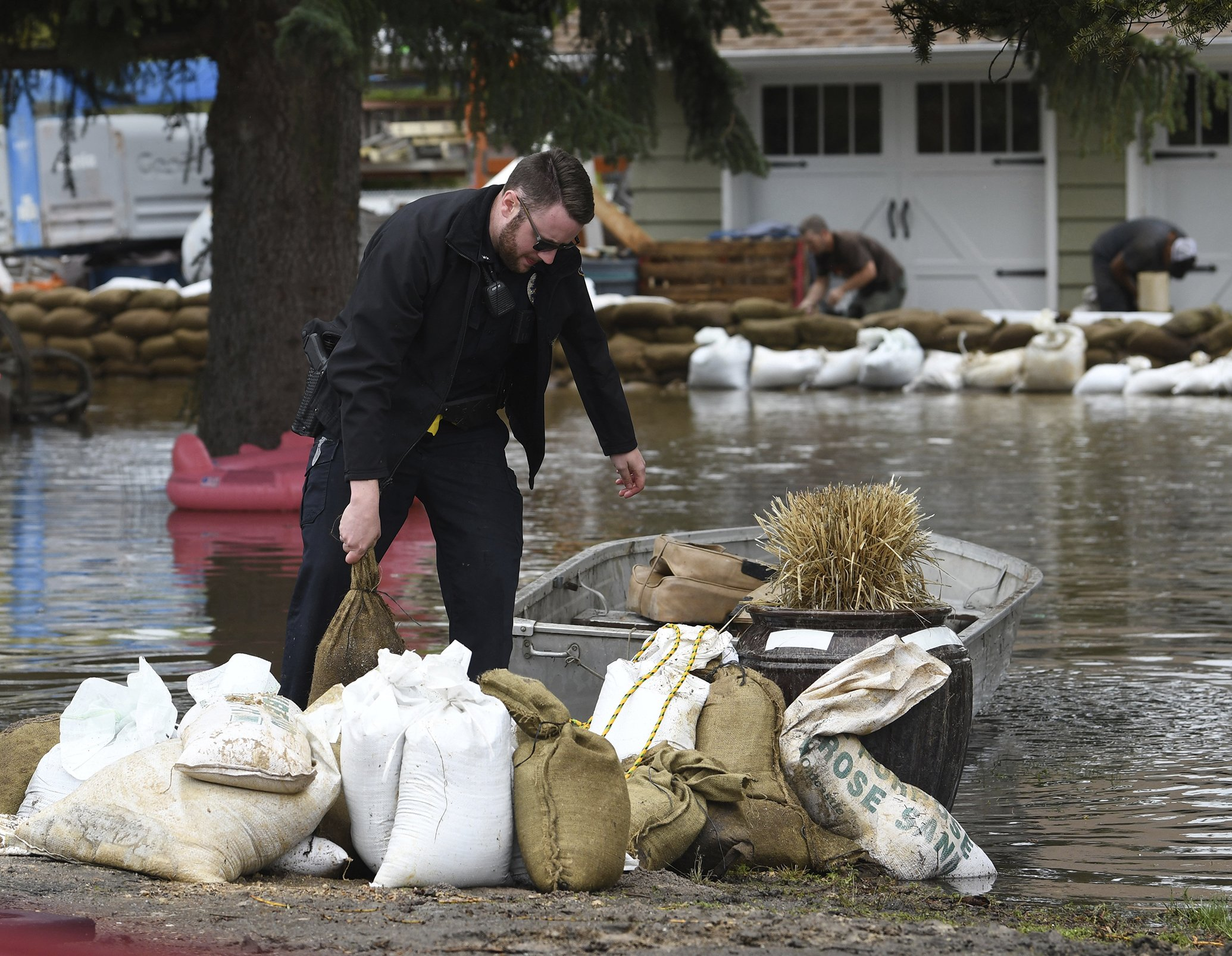 Montana floodwaters near highest level in 100 years