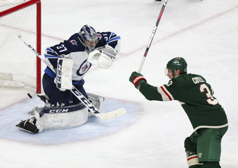 Charlie Coyle, Connor Hellebuyck