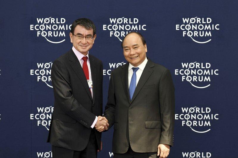 Taro Kono, Nguyen Xuan Phuc