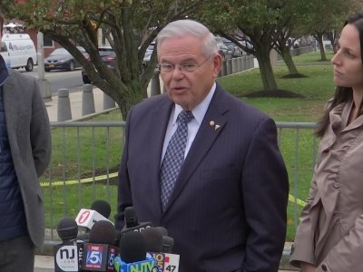 Menendez Leaves Court After Jury Deadlocks
