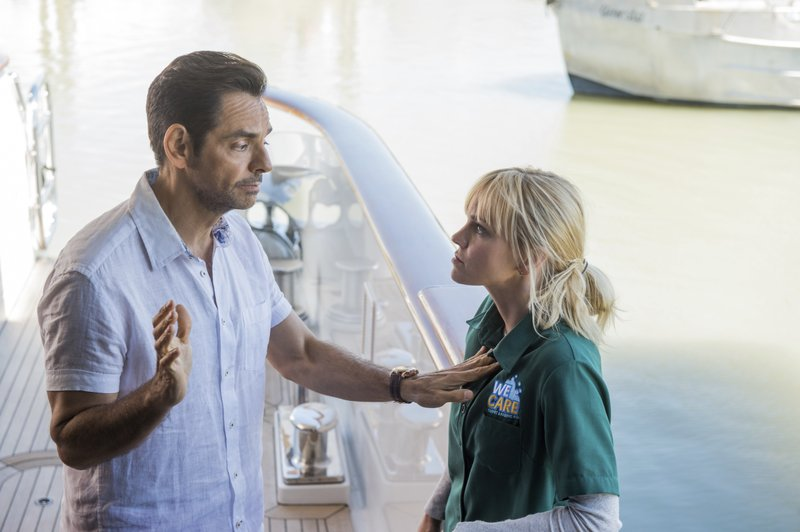 Review Anna Faris Can T Rescue Lazy Overboard Remake