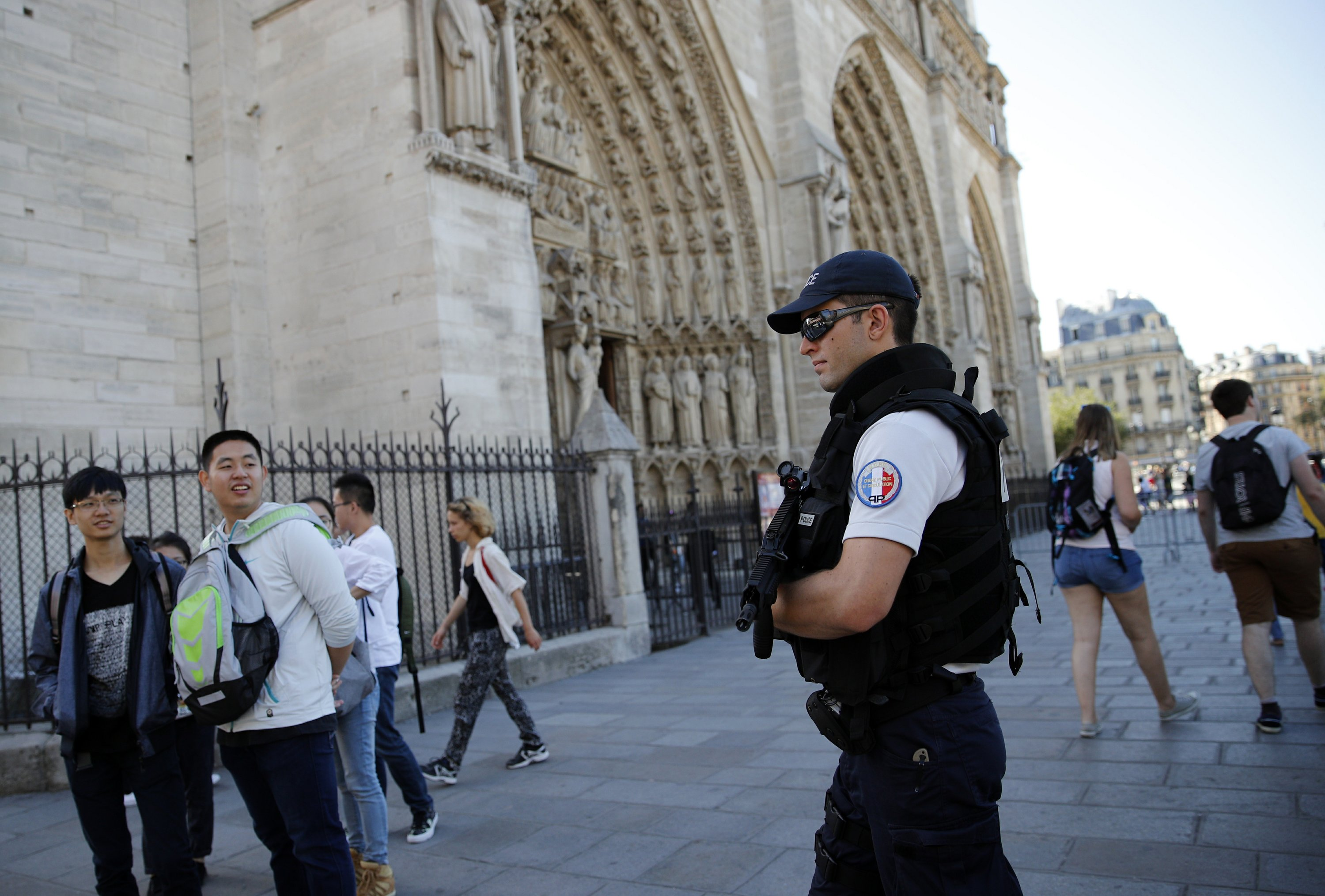 Prosecutor: Failed Paris car bomb plotted by IS-guided women