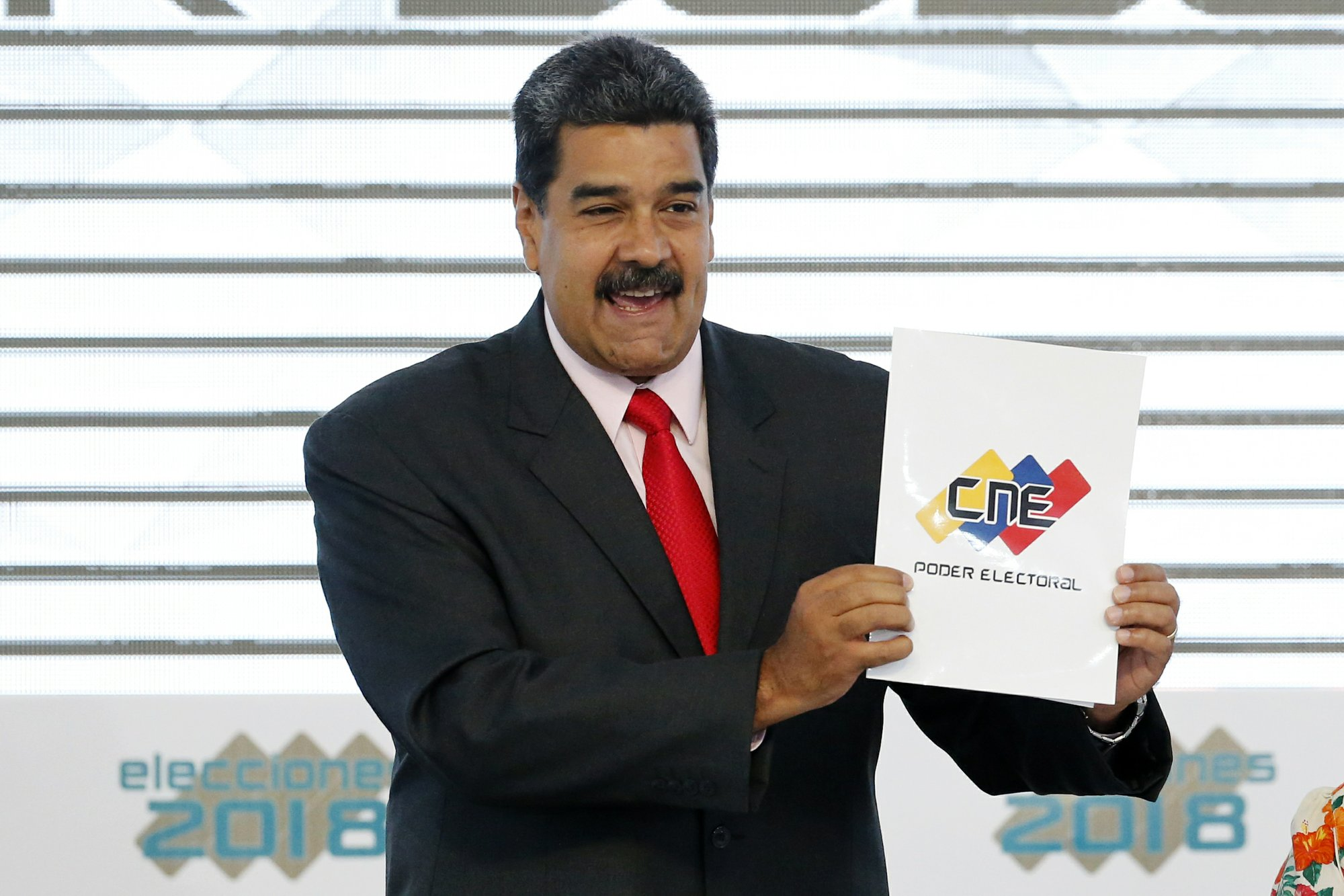 Trump pressed aides on Venezuela invasion, US official says