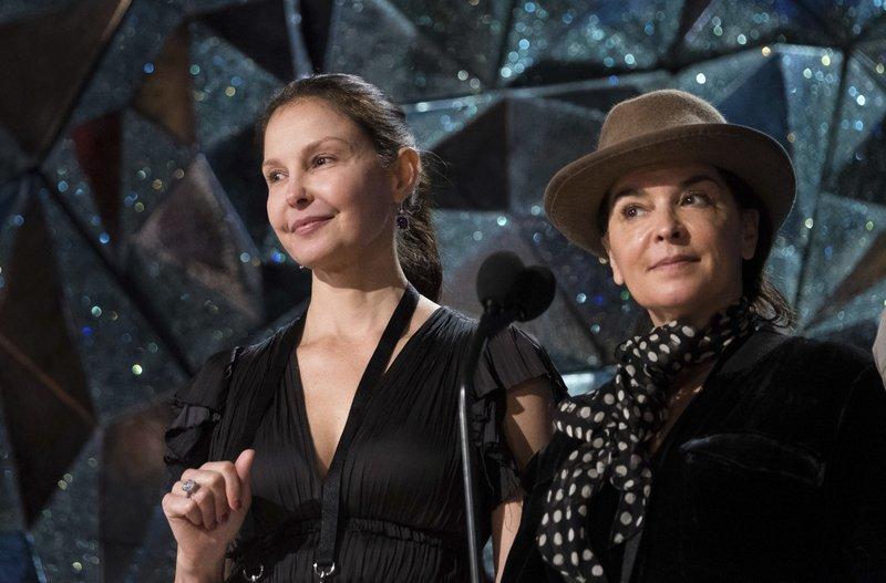Ashley Judd, Annabella Sciorra