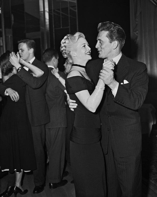 Kirk Douglas, Marilyn Maxwell