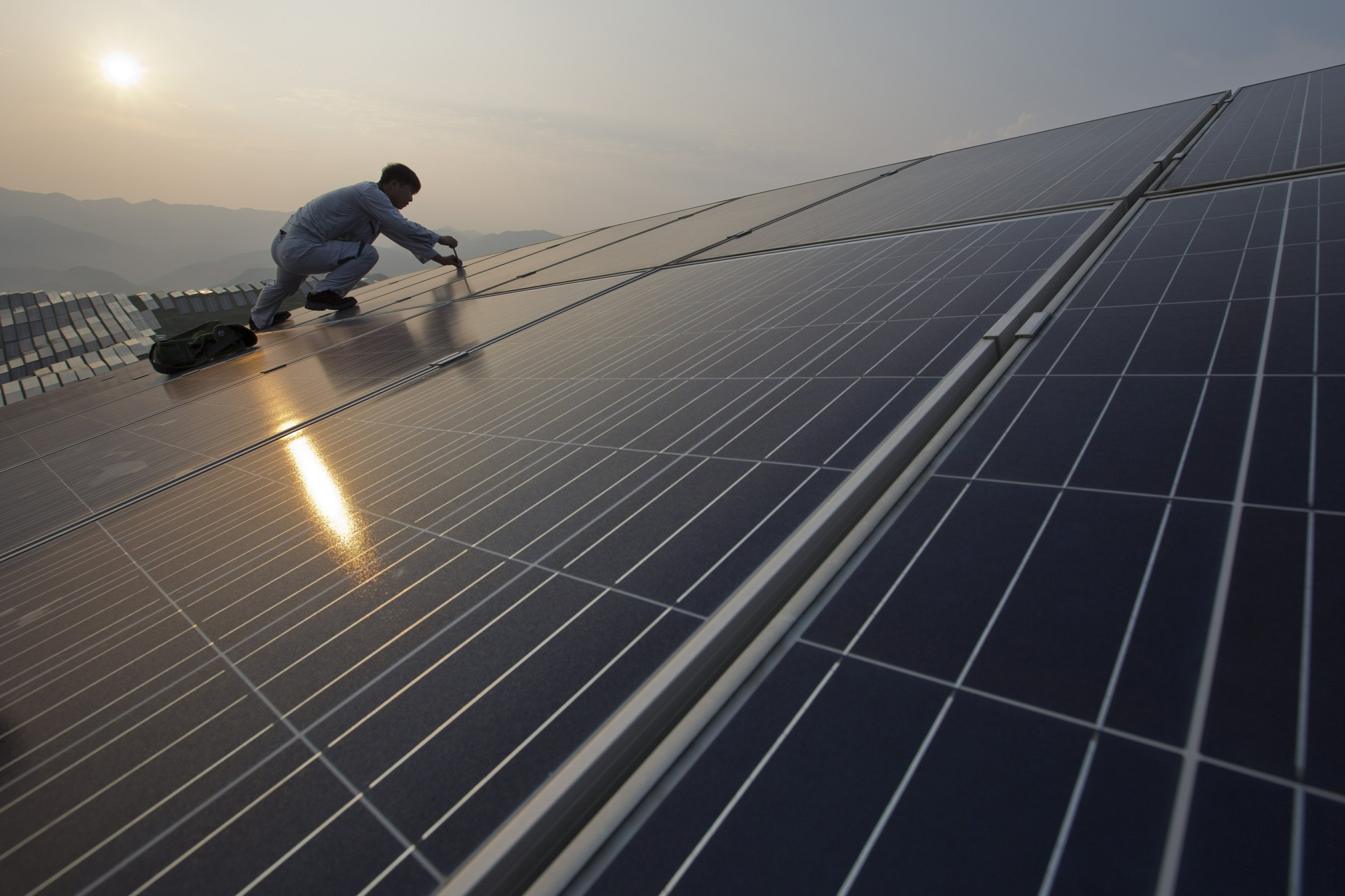 Plunging solar equipment prices fuel trade complaints