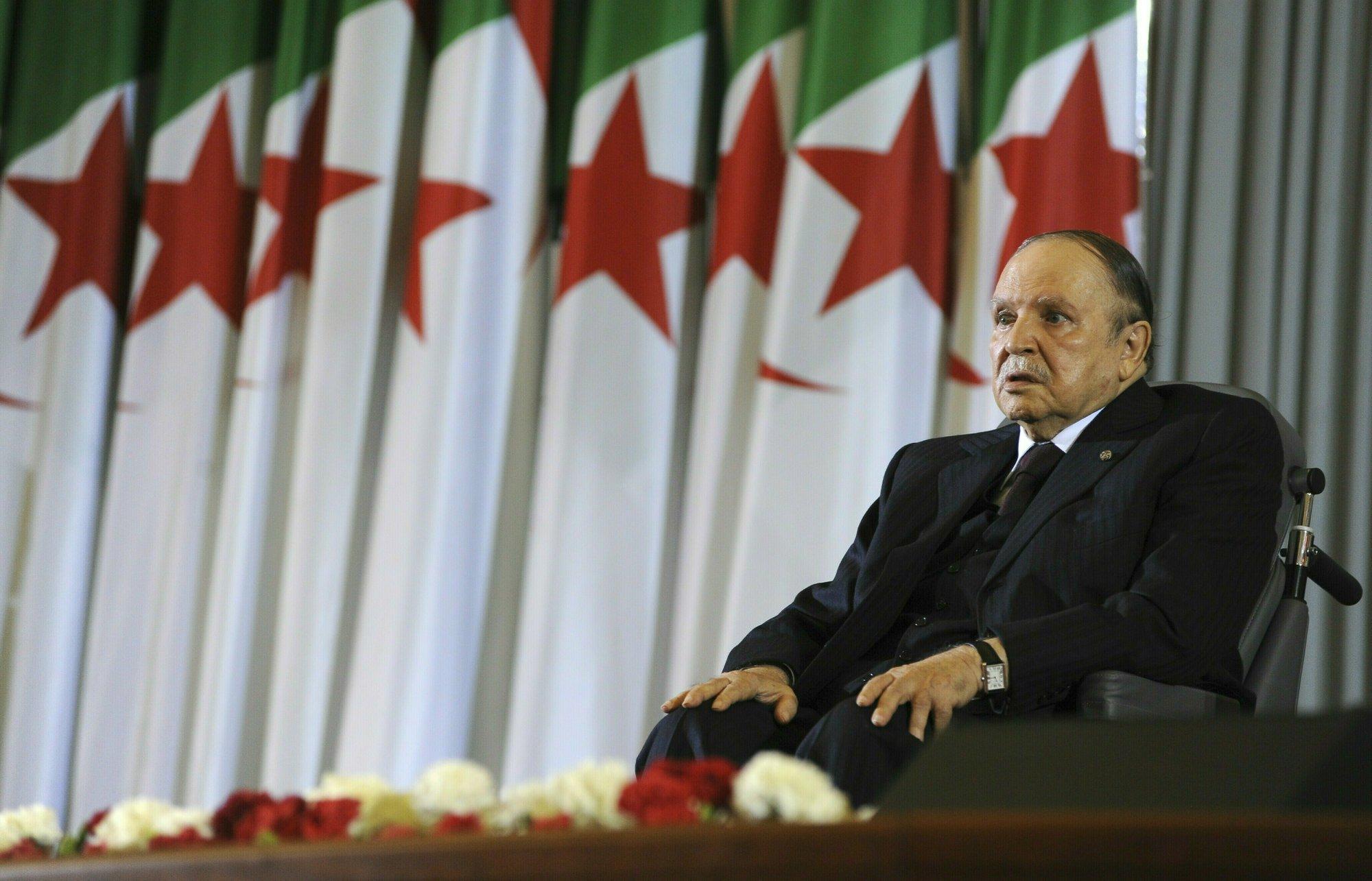 Partido gobernante en Argelia pide renuncia de presidente