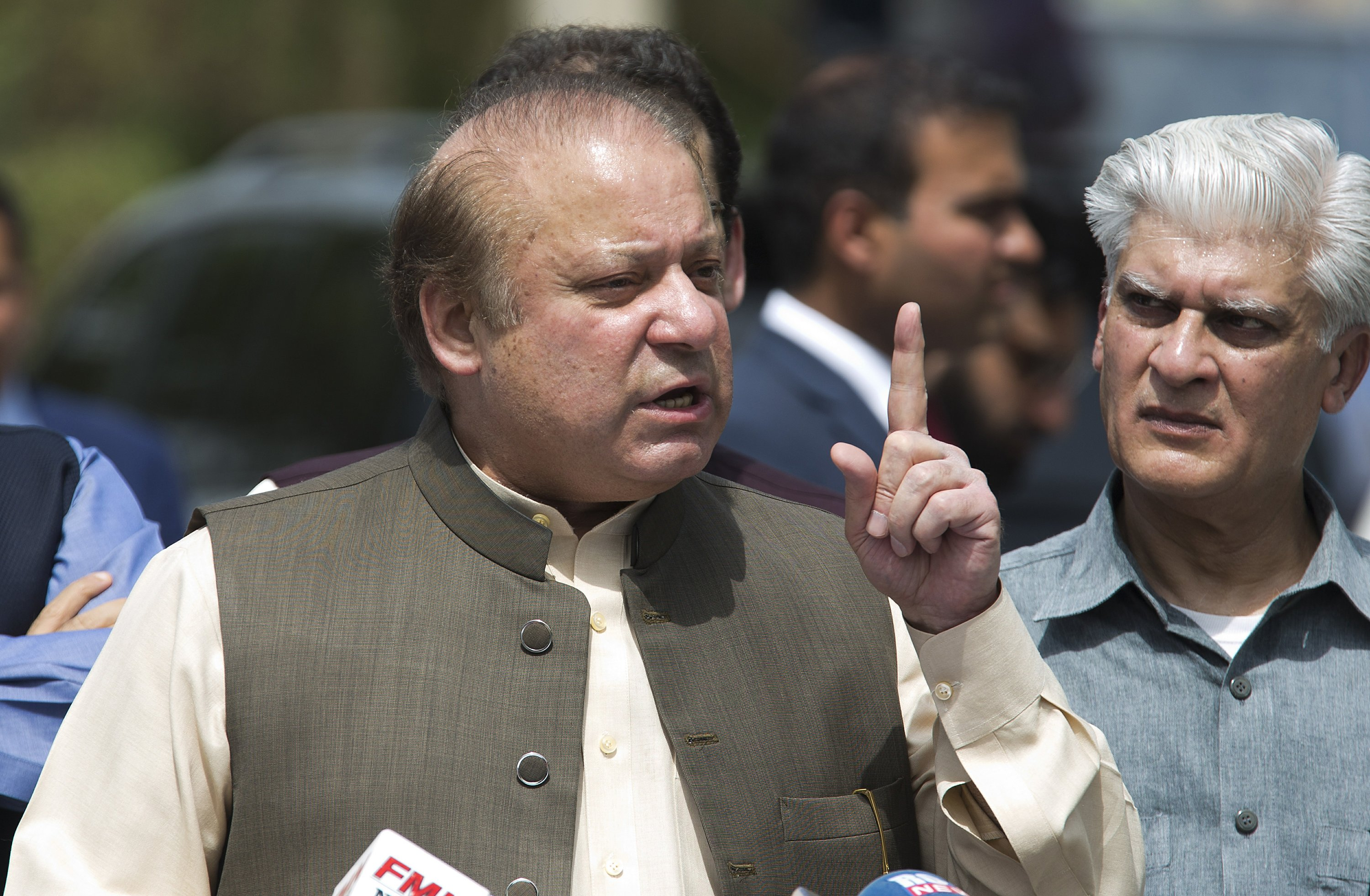 Pakistani court disqualifies PM on allegation of corruption