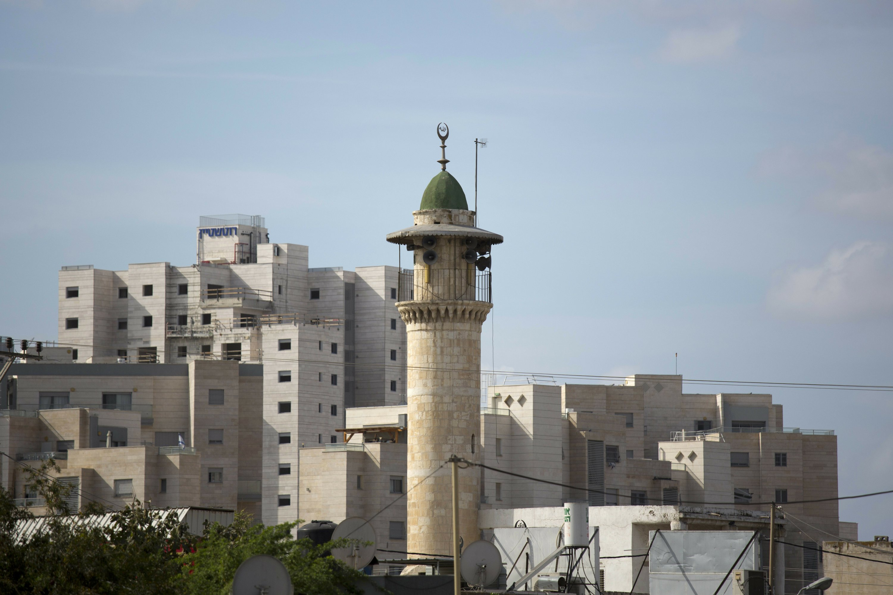 Israel considers bill forcing mosques to lower volume