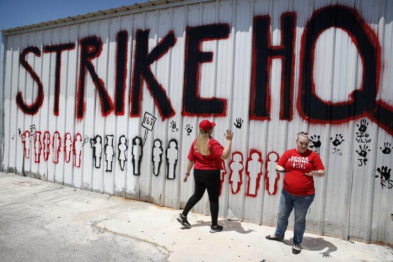 Caesars Workers Threatening Strike In Las Vegas Reach Deal