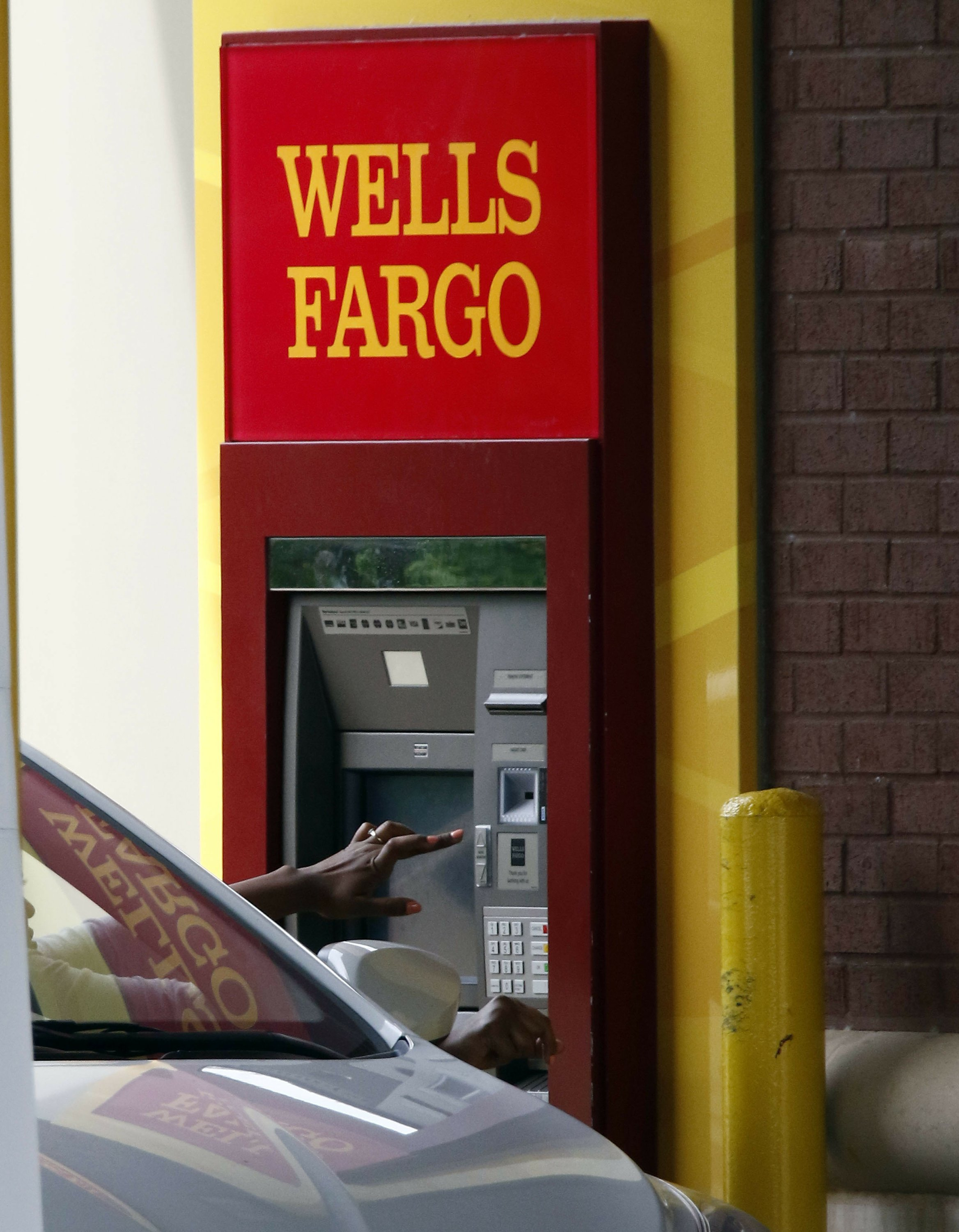 Wells Fargo shows some stability, resumes promoting accounts
