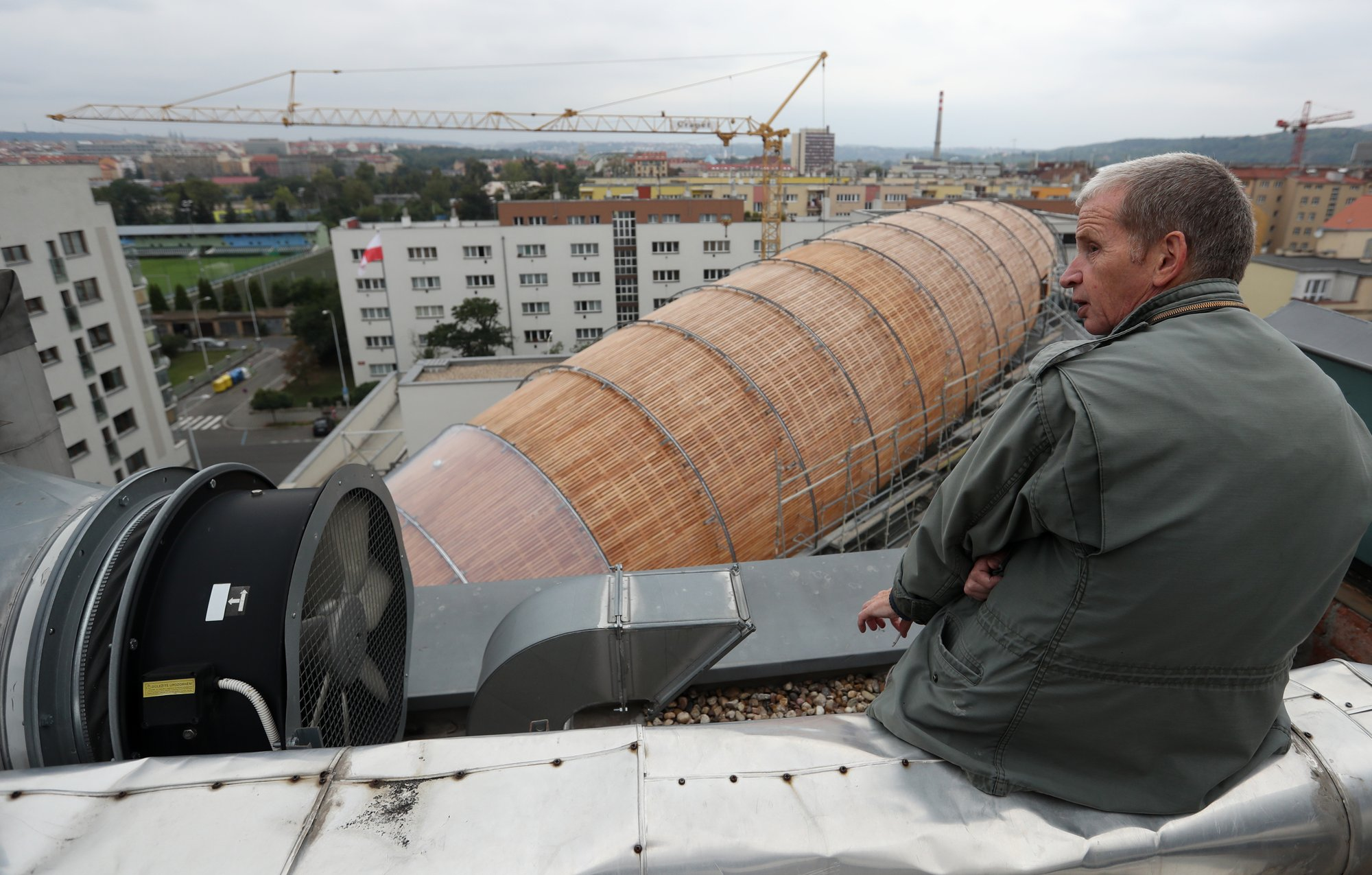 Czech center builds giant 'airship' for literature