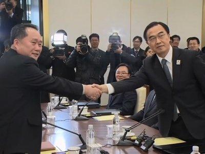 Raw: North and South Korea Hold Rare Talks