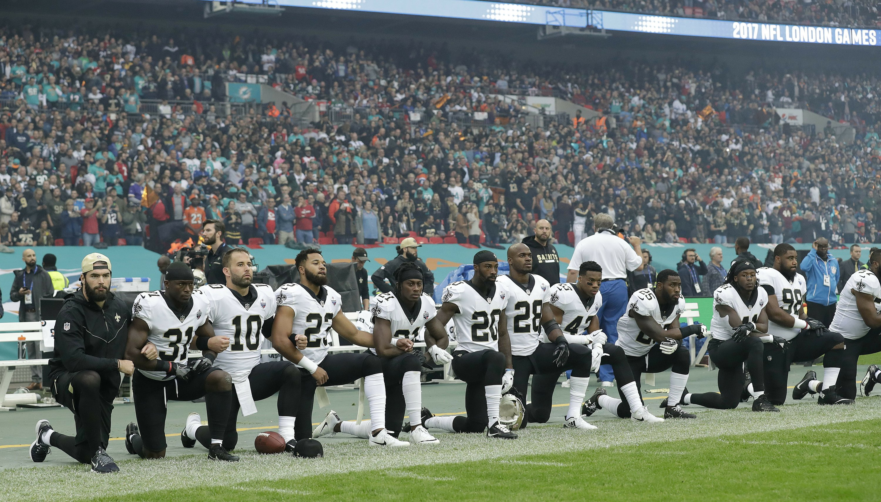 Trump puts NFL players on notice: Stand for national anthem