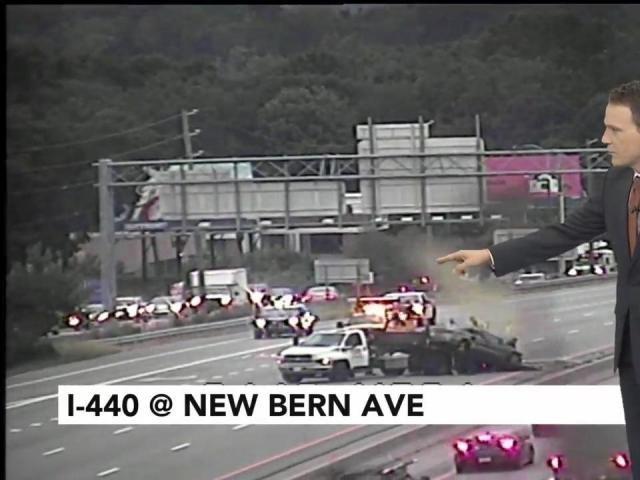 I-440 closed after crash at New Bern