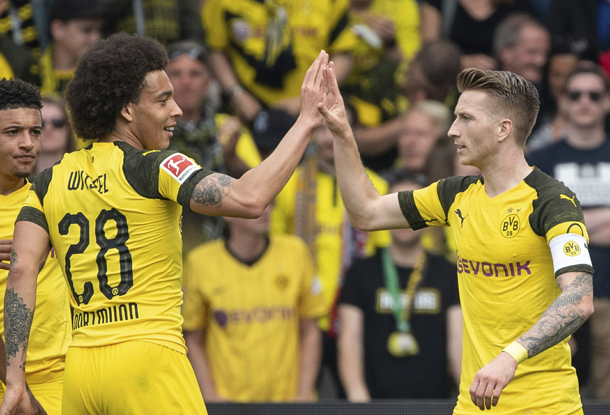 Dortmund keeps pace with Bayern in tight Bundesliga race