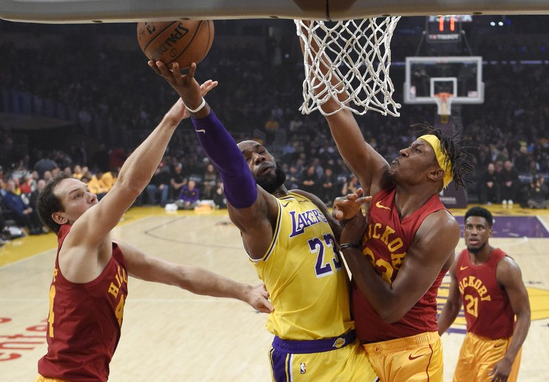 8ac76696d LeBron carries Lakers down stretch of 104-96 win over Pacers