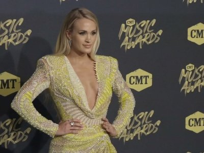 Carrie Underwood lights up CMT carpet