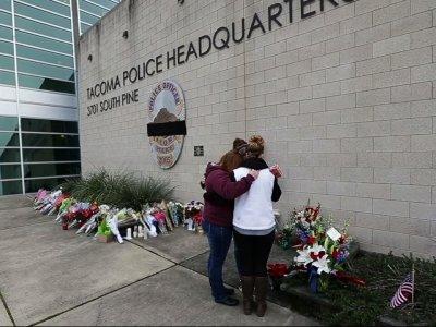 Raw: Community Mourns WA Officer Fatally Shot