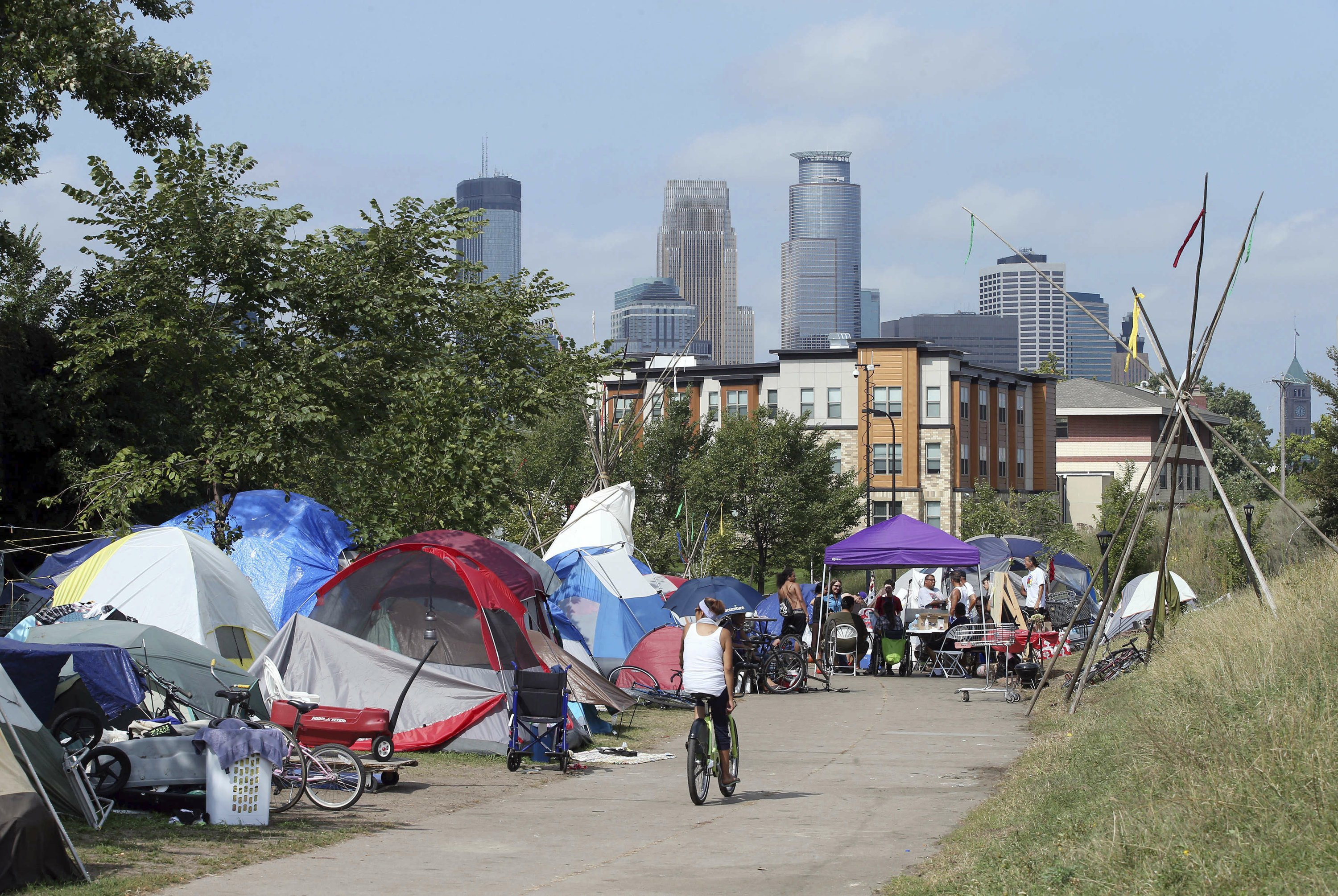 In Minneapolis, leaders grapple with sudden homeless camp