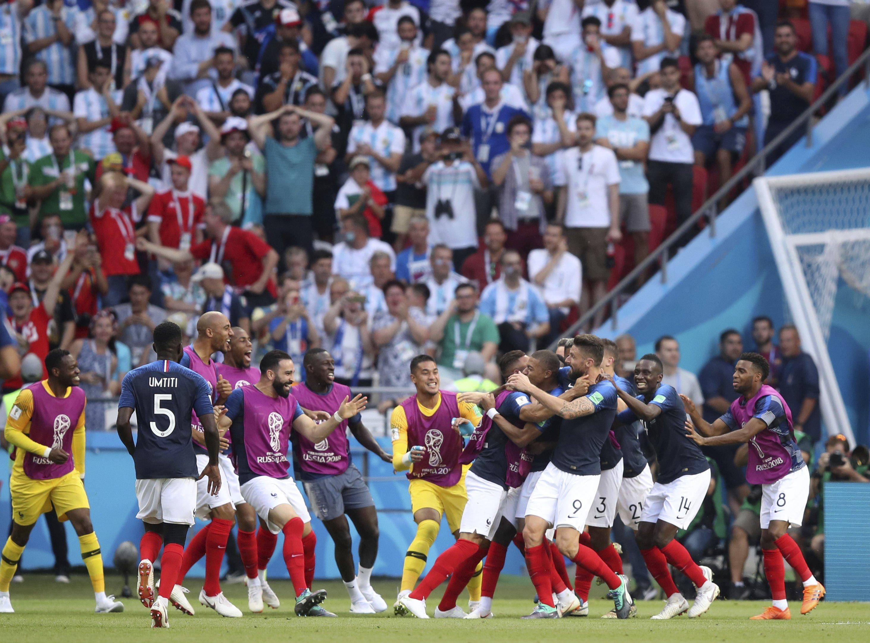 The Latest: Uruguay, France extend streak for group winners