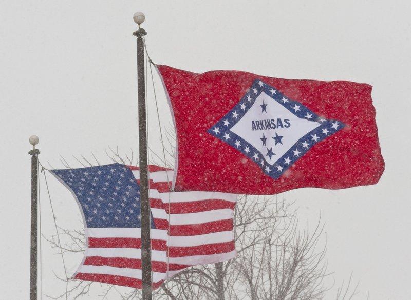 Arkansas governor backs removing Confederate link to flag