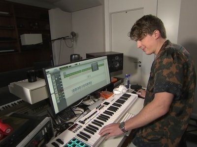 Charlie Puth relishes collaborating behind-the-scenes