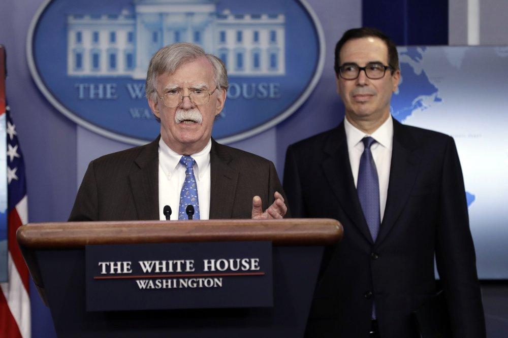 美国对委内瑞拉实施石油制裁以迫使马杜罗退出