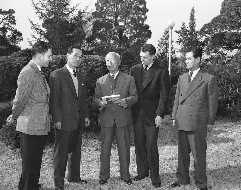 Murray Fromson, Kim Dong Joon, Syngman Rhee, George Sweers, Karl Hongkee