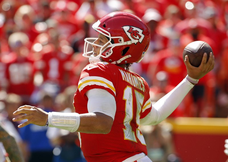 f971657eb6a Mahomes throws 3 TD passes as Chiefs beat 49ers, 38-27