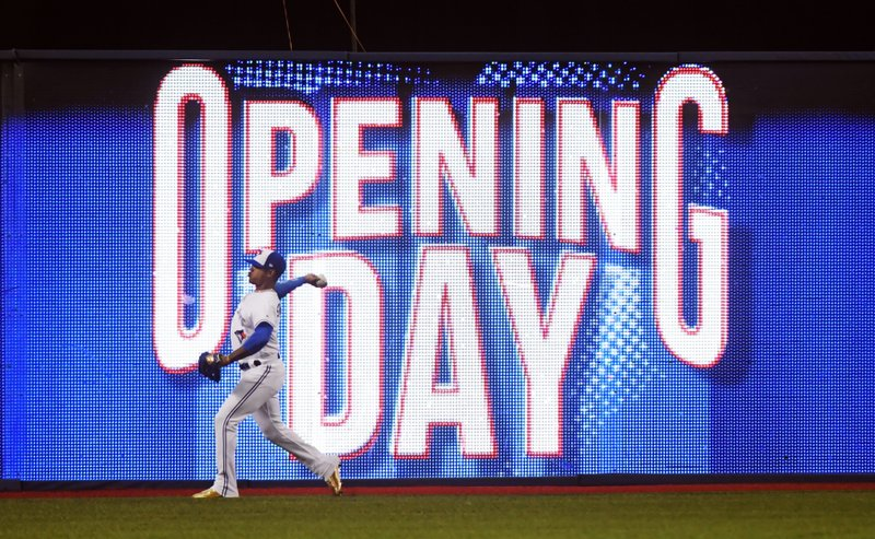 b7f7e3c8 The Latest: Dodgers chase Greinke in 4th inning
